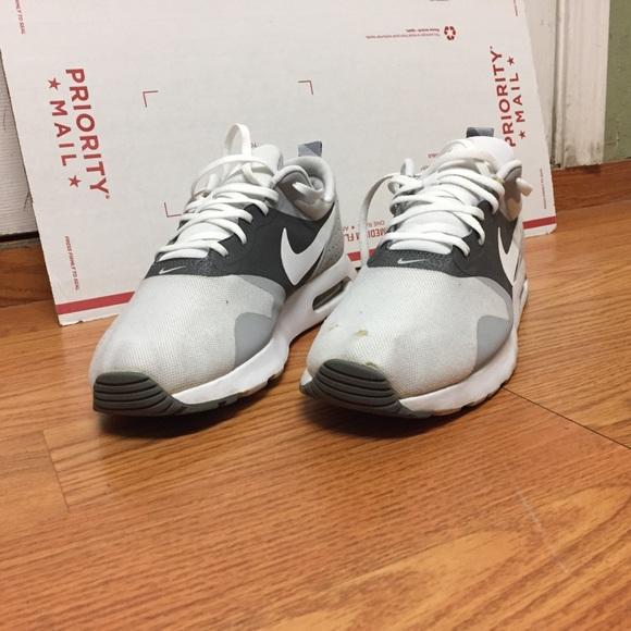 Espesar aterrizaje Bosque  Nike Shoes   Mens Nike Air Max Tabas Size White   Poshmark